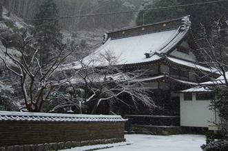 冬:雪と本堂