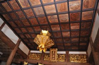 格天井に描かれた雲竜図